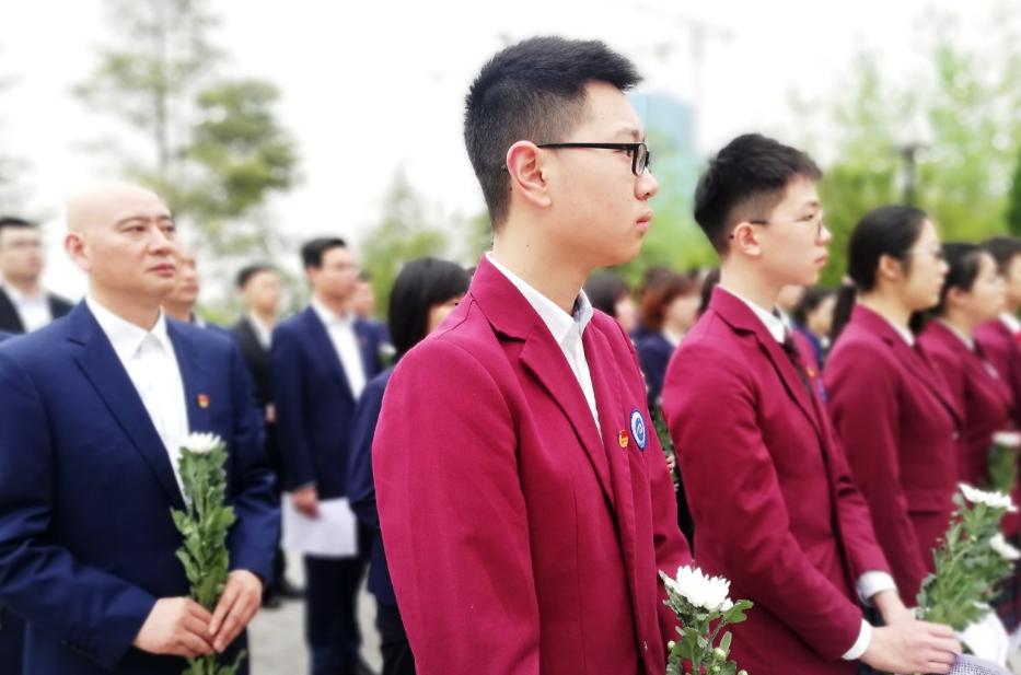 誓言、诗歌回响烈士陵园 两江新区星辰中学师生祭英烈