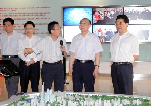 树平一行参观了两江新区规划展示 6月15日,全球最大的生产锂离子