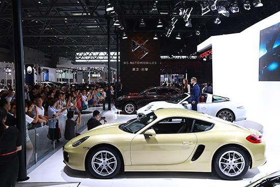 第十七届重庆车展现场 谢晓欢 摄-中国重庆国际汽车工业展在重庆国博