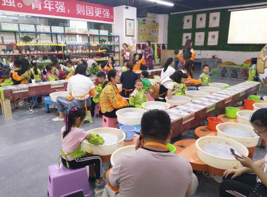 儿童手工制作泥巴人店