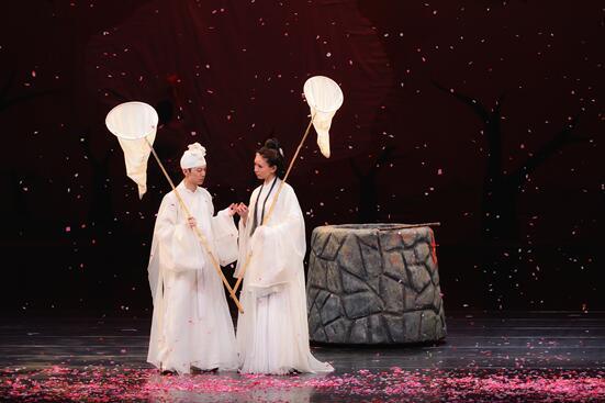 何炅、黄磊等人主演 明星版《暗恋桃花源》本月29日、30日登陆重