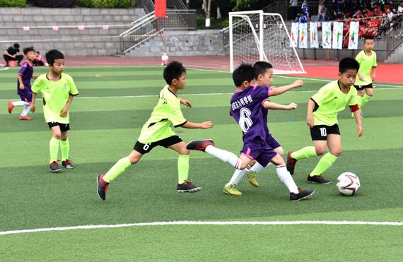 """重庆两江新区2019校园足球联赛开赛 初步形成""""校"""