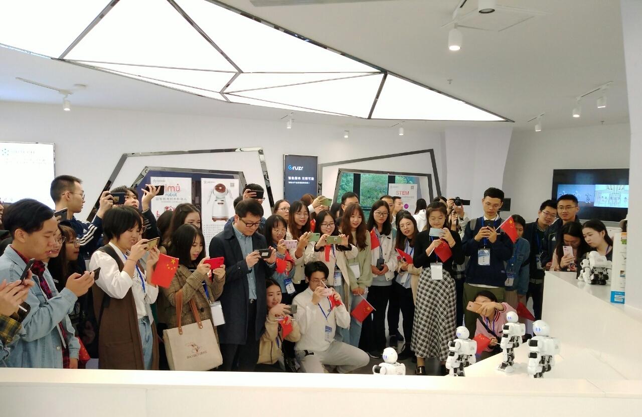 百人西大硕博研学团参访两江新区